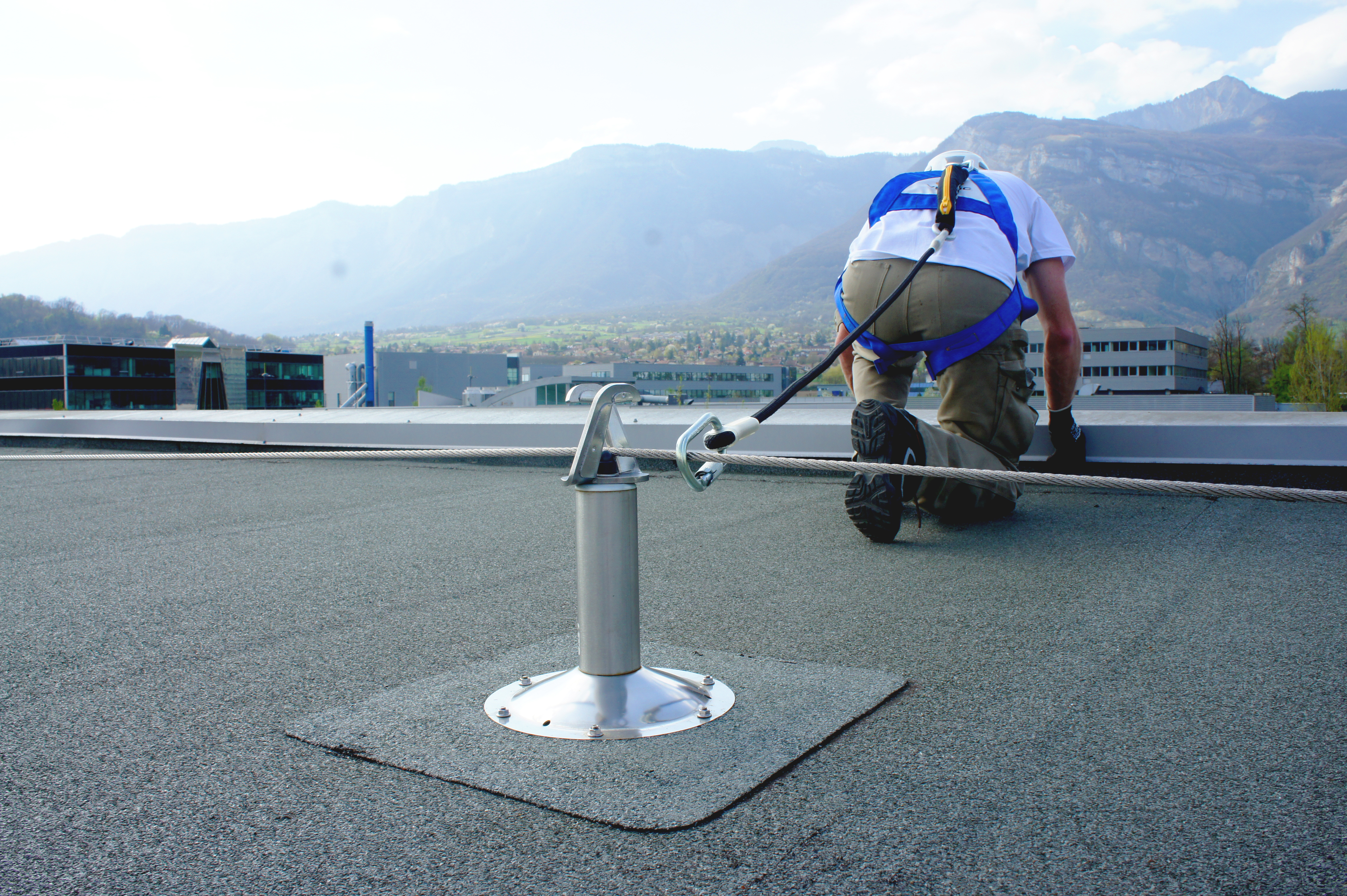 Horizontal fall protection systems - Products for safety at height ...